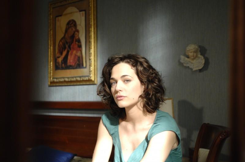 Un'angelica Laura Chiatti nel film Io, loro e Lara