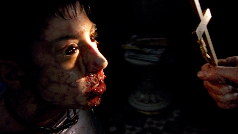 Un'immagine della sanguinosa scena dell'esorcismo dall'horror Rec 2