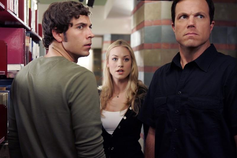 Zachary Levi, Yvonne Strahovski ed Adam Baldwin nell'episodio Chuck vs. L'Alma Mater