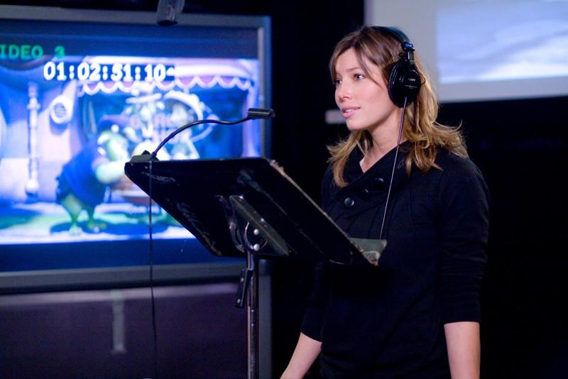 Jessica Biel durante il doppiaggio del suo personaggio per il film d'animazione Planet 51