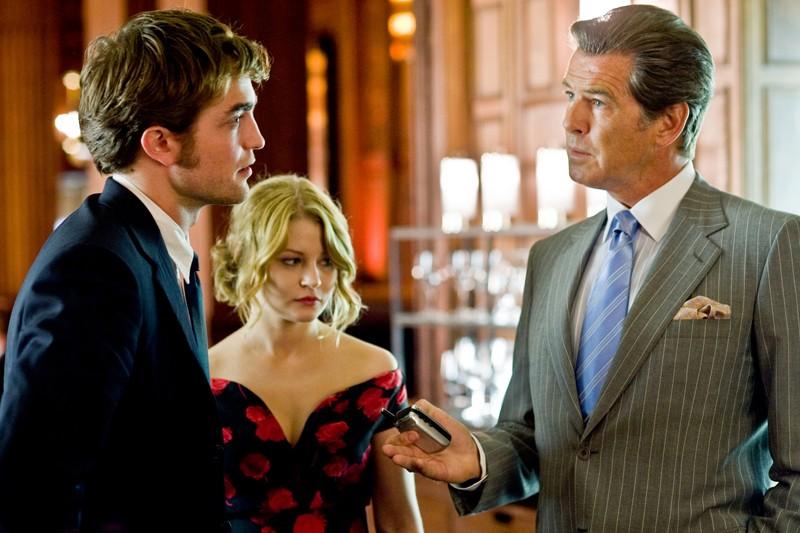 Tyler (Robert Pattinson), Ally Craig (Emilie de Ravin) e Charles (Pierce Brosnan) nel film Remember Me
