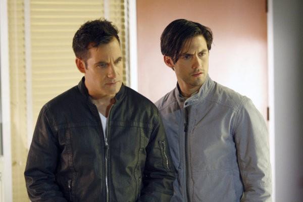 Adrian Pasdar e Milo Ventimiglia in una scena di Brother's Keeper dalla quarta stagione di Heroes