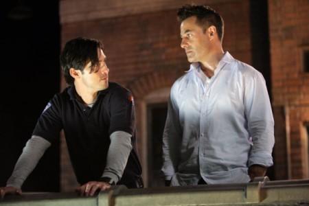 Adrian Pasdar e Milo Ventimiglia in una scena di The Fifth Stage dalla quarta stagione di Heroes