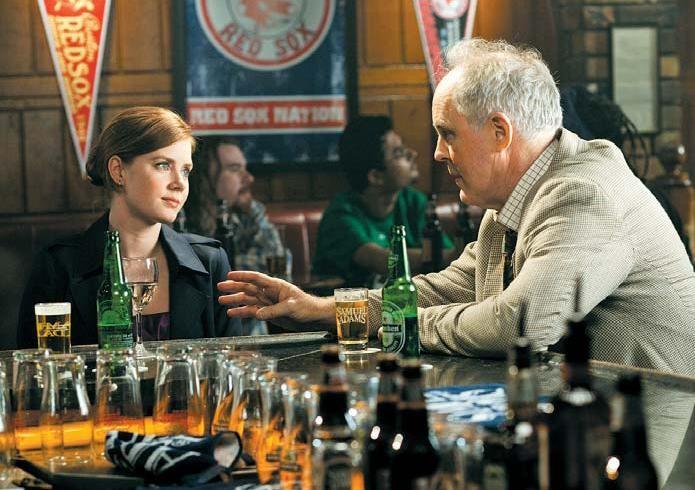 Amy Adams e John Lithgow in una scena del film Leap Year