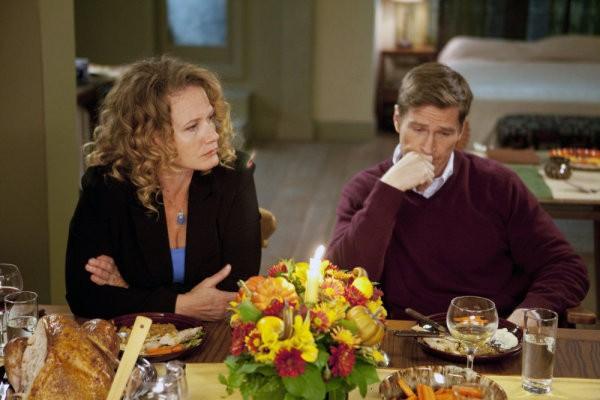 Ashley Crow e Hank Stratton in una scena di Thanksgiving tratta dalla quarta stagione di Heroes