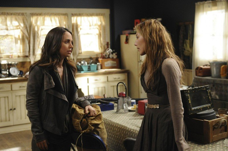 Dollhouse: Dichen Lachman ed Eliza Dushku in una scena dell'episodio Epitaph Two: Return