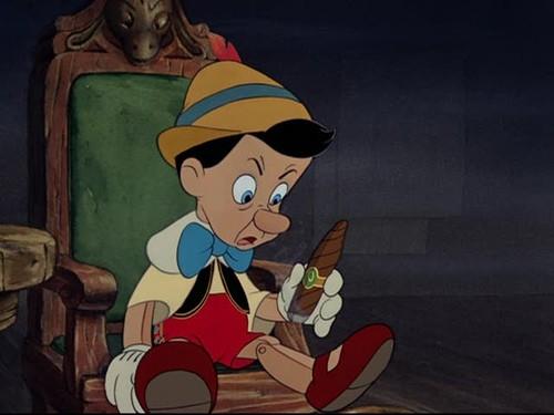 Il burattino in una scena del film d\'animazione Pinocchio, della Disney