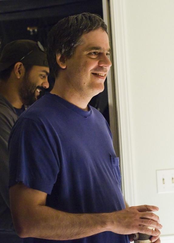 Il regista Miguel Arteta sul set della commedia Youth in Revolt