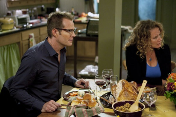 Jack Coleman e Ashley Crow in una scena di Thanksgiving tratta dalla quarta stagione di Heroes
