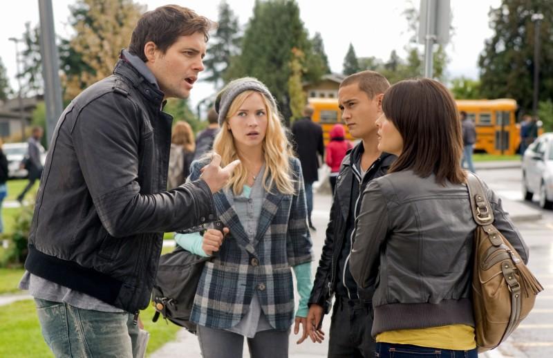 Life UneXpected: Kristoffer Polaha, Brittany Robertson e Rafi Gavron in una scena dell'episodio Home Inspected
