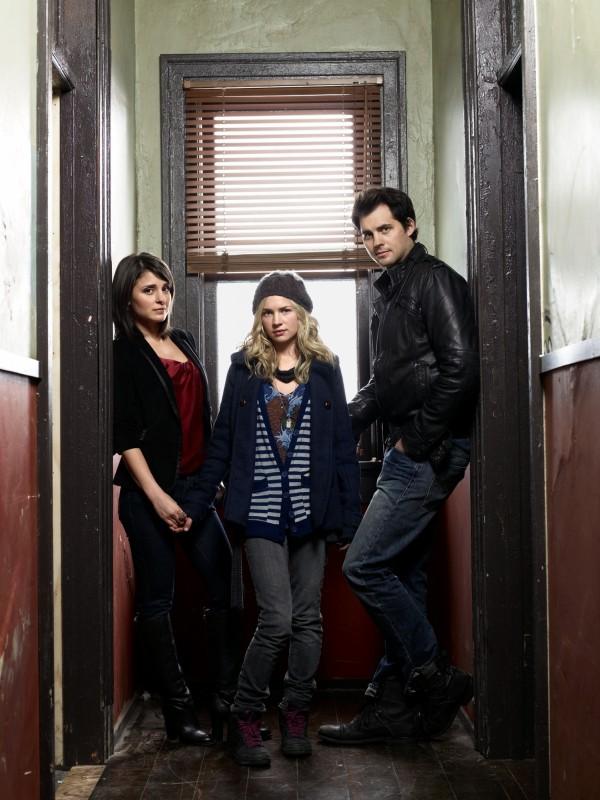 Life UneXpected: Kristoffer Polaha, Brittany Robertson e Shiri Appleby in una foto promozionale della serie