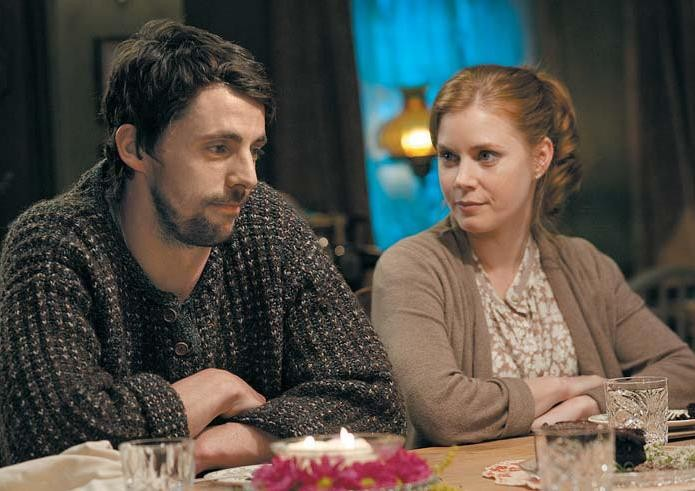 Matthew Goode e Amy Adams in un'immagine tratta dalla commedia Leap Year