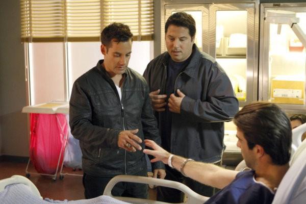 Zachary Quinto, Adrian Pasdar e Greg Grunberg in una scena di Brother's Keeper dalla quarta stagione di Heroes