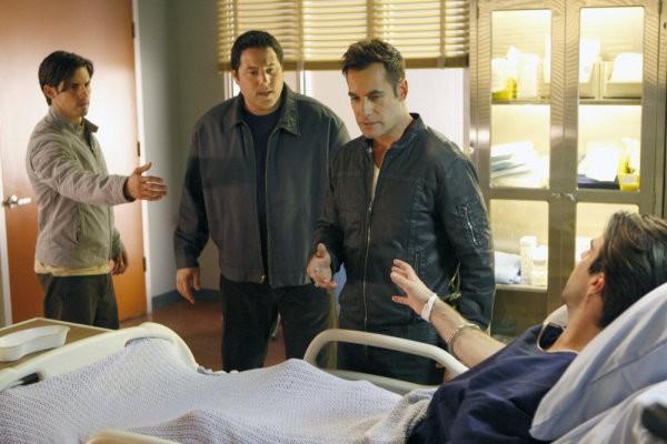 Greg Grunberg, Milo Ventimiglia, Adrian Pasdar e Zachary Quinto in una scena di Brother's Keeper dalla quarta stagione di Heroes