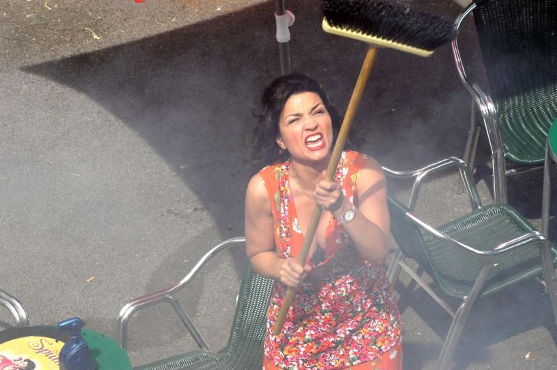 Tosca D'Aquino in una scena del primo episodio di Tutti per Bruno