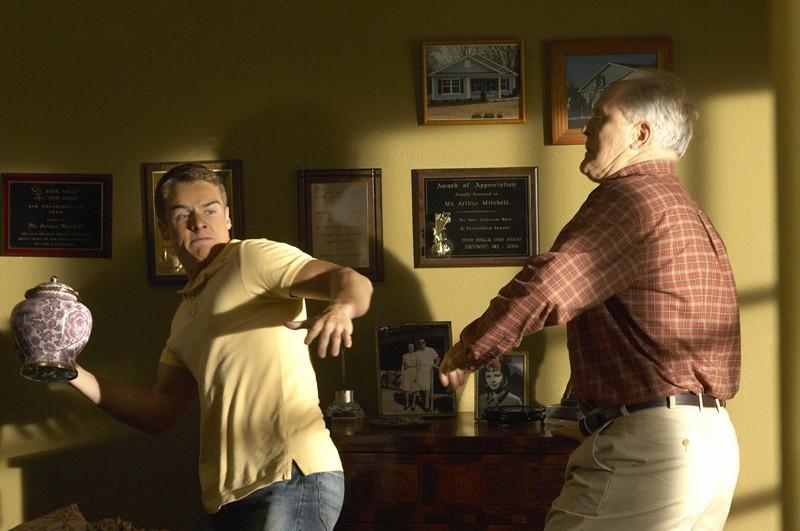 Jonah (Brando Eaton) e Arthur Mitchell (John Lithgow) nell'episodio Hungry Man