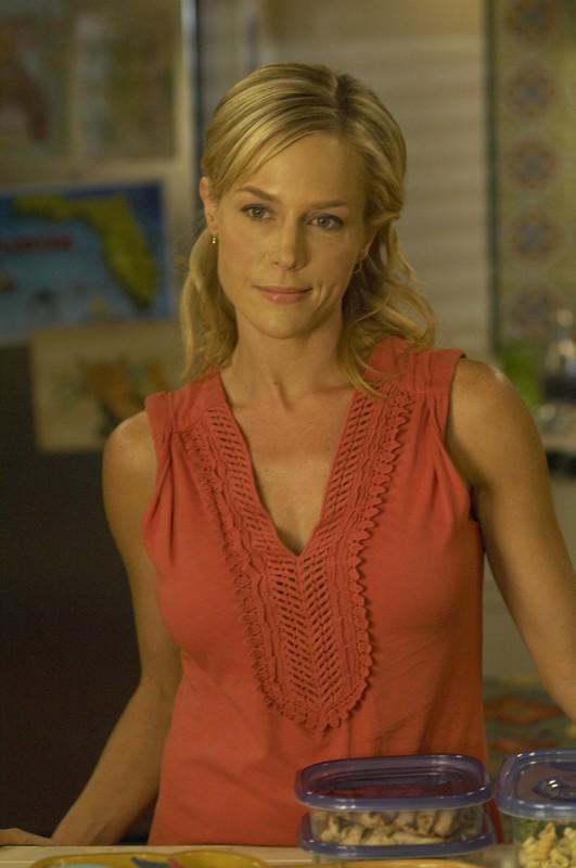 La bellissima Julie Benz è Rita Bennett nell'episodio Lost Boys della serie tv Dexter