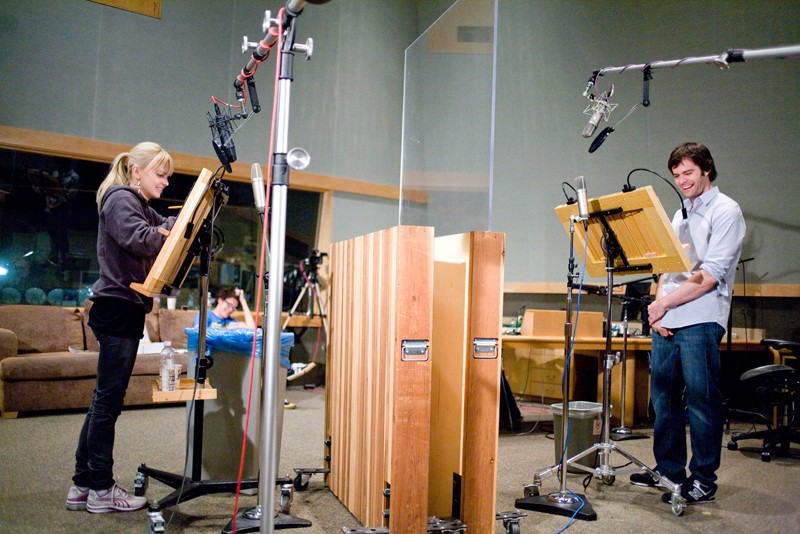 Anna Faris e Bill Hader durante il doppiaggio del film d'animazione Piovono polpette