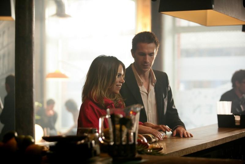 Billie Piper e James D'Arcy in un momento della stagione 3 di Diario di una squillo perbene