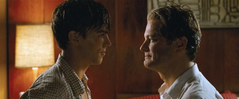 Colin Firth e Nicholas Hoult in una scena del film A Single Man di Tom Ford