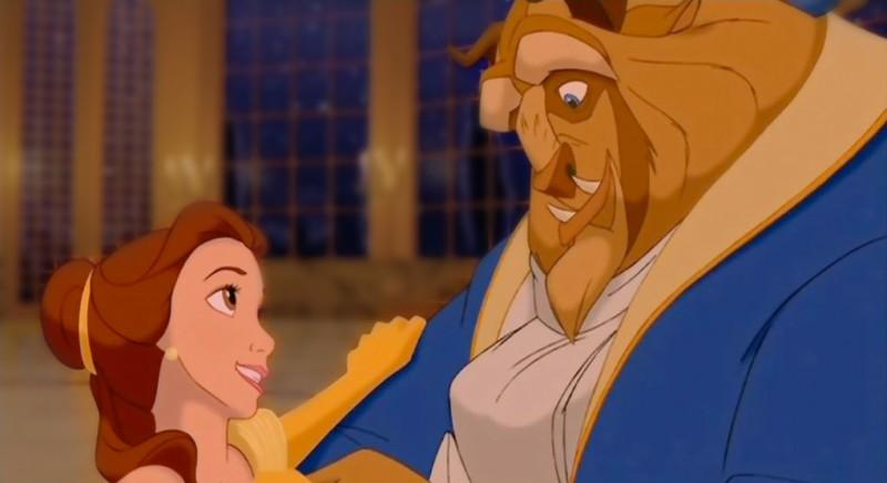 La Bestia e Belle in una romantica scena del film d'animazione La bella e la bestia (1991)