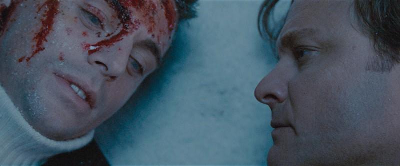 Matthew Goode e Colin Firth in una scena drammatica del film A Single Man di Tom Ford