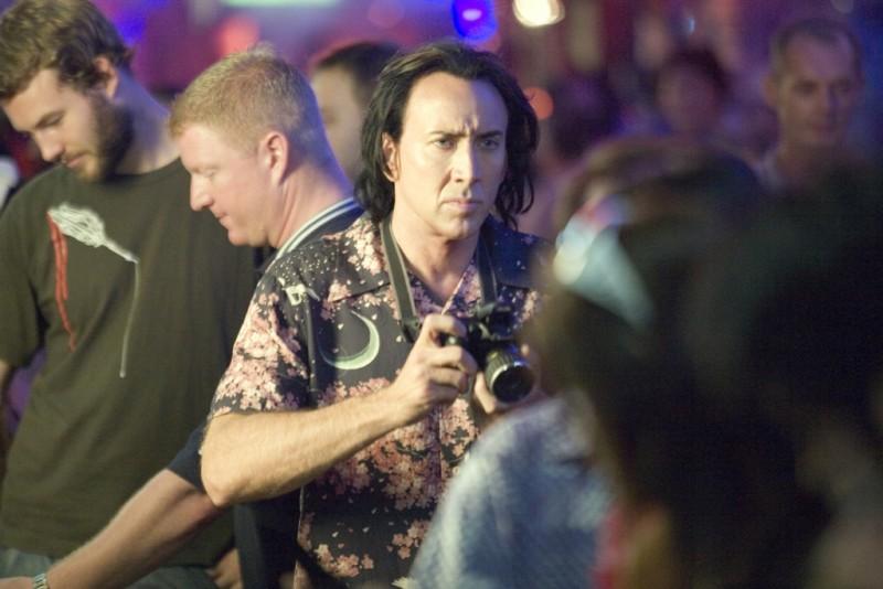 Nicolas Cage in azione nel film Bangkok Dangerous