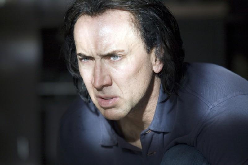 Nicolas Cage in un intenso primo piano nel film Bangkok Dangerous