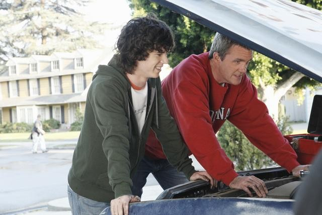 The Middle: Neil Flynn e Charlie McDermott nell'episodio The Jeans