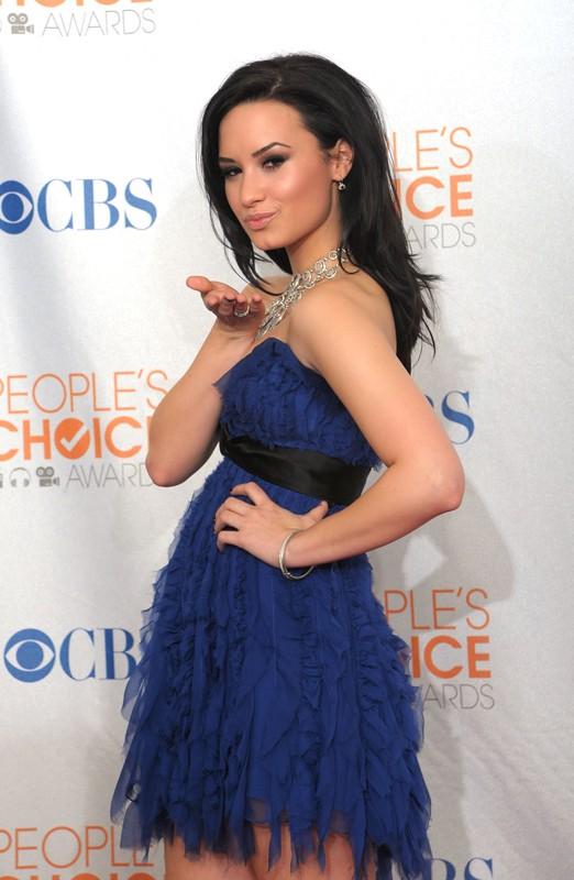 Demi Lovato sul red carpet dei People's Choice Awards 2010
