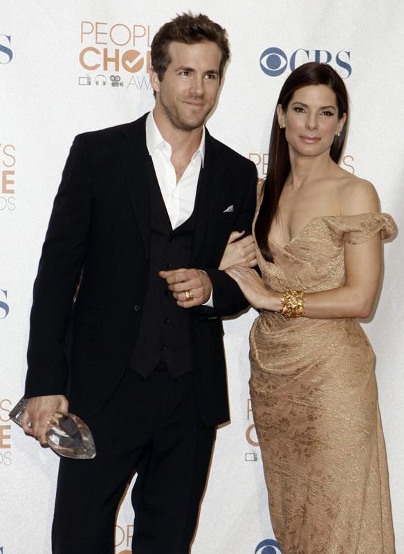 Ryan Reynolds e Sandra Bullock si aggiudicano il premio di 'Miglior film comico' ai PCA 2010, con il film Ricatto d'amore
