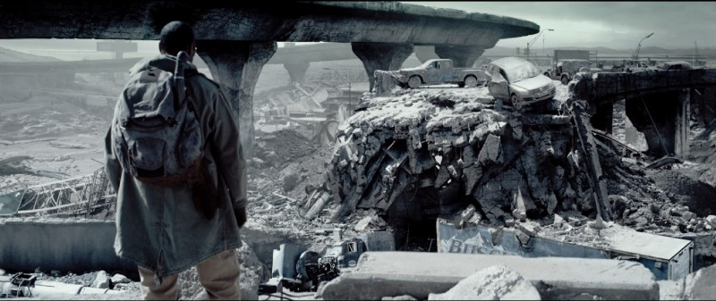 Denzel Washington di fronte all'apocalisse in un'immagine di Codice Genesi