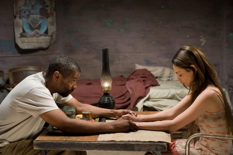Denzel Washington e Mila Kunis, protagonisti del film Codice Genesi