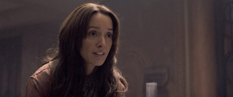 Jennifer Beals in una scena del film Codice Genesi