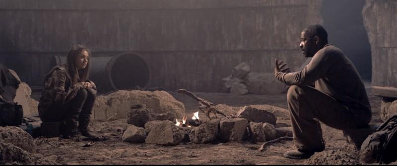 Mila Kunis e Denzel Washington in una sequenza del film Codice Genesi