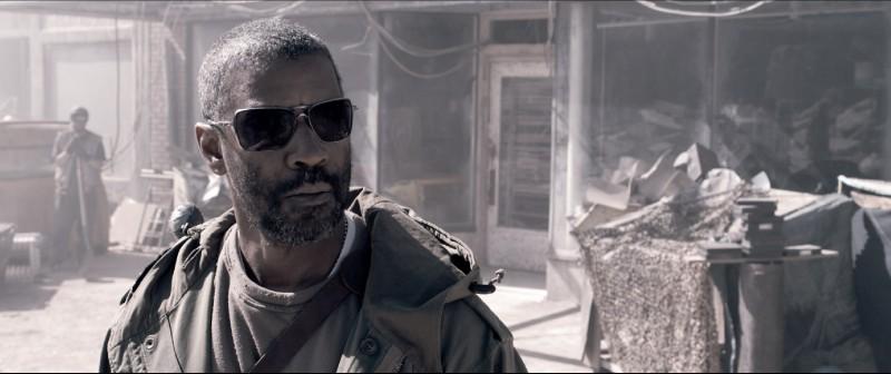 Un Denzel Washington combattivo e determinato nel film Codice Genesi