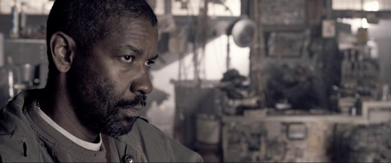 Un primo piano di Denzel Washington, protagonista del film Codice Genesi