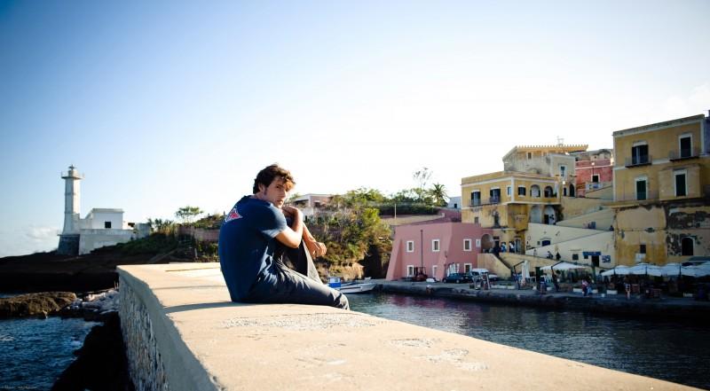Dario Castiglio  in una scena del film Sul mare di Alessandro D'Alatri