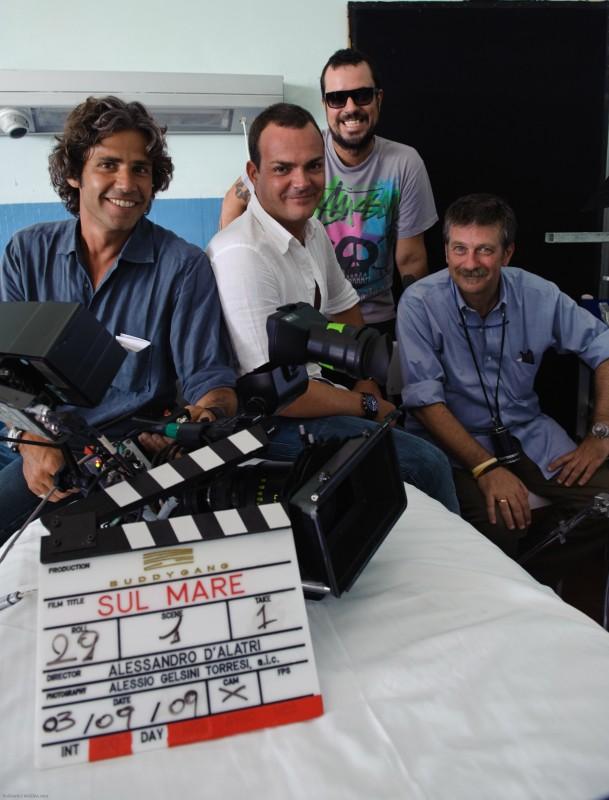 Il regista Alessandro D'Alatri con i produttori Paolo Calabresi Marconi, Alessio Gramazio e Bernardo Barilli sul set del suo film Sul mare