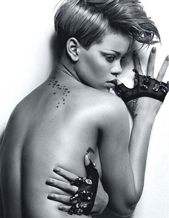 Rihanna in una foto pubblicata dalla rivista W (2010)