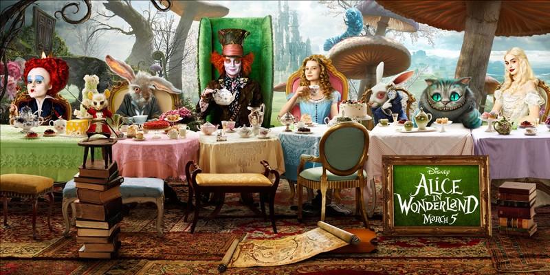 Un poster orizzontale del film Alice in Wonderland con i protagonisti principali