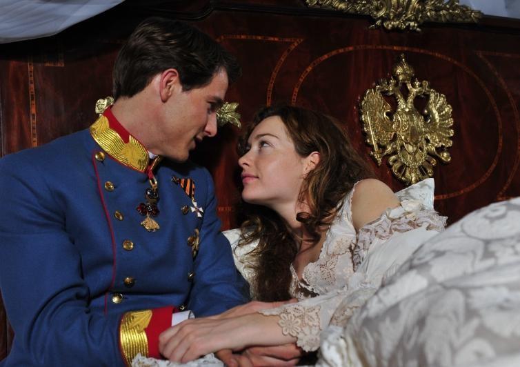 Una romantica Cristiana Capotondi con David Rott nella fiction 'Sissi'