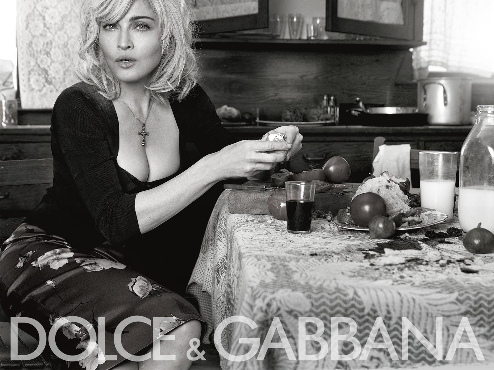 Wallpaper di Madonna in una foto della campagna pubblicitaria di Dolce e Gabbana (2009-10)