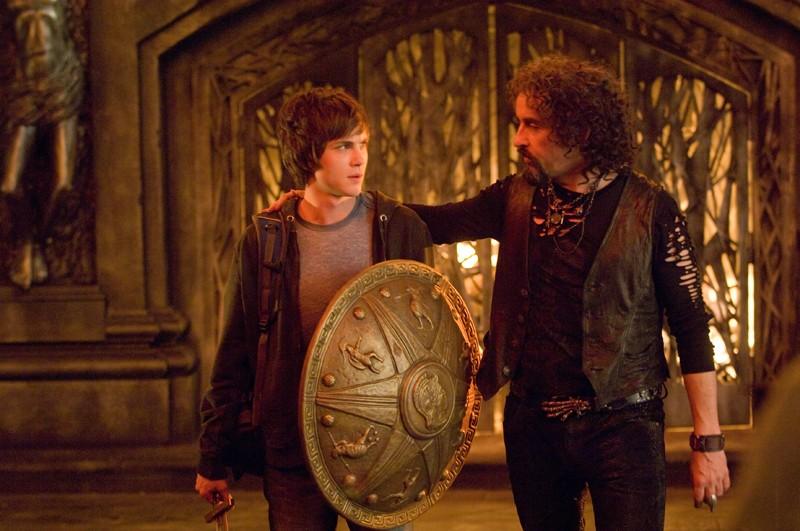 Ade (Steve Coogan) e Percy (Logan Lerman) in una sequenza del film Percy Jackson e gli dei dell'Olimpo: Il ladro di fulmini