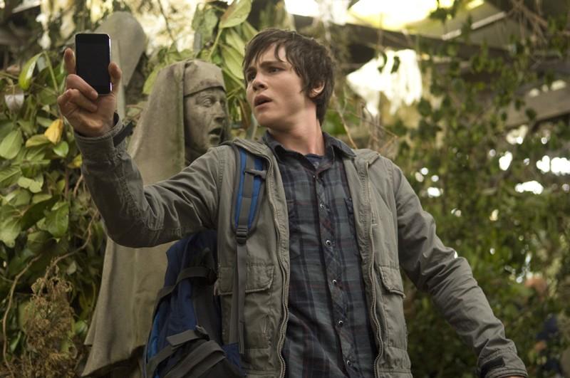 Percy (Logan Lerman) durante lo scontro con Medusa nel film Percy Jackson e gli dei dell'Olimpo: Il ladro di fulmini
