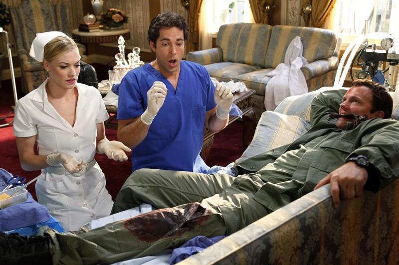 Sarah (Yvonne Strahovski), Chuck (Zachary Levi) e John (Adam Baldwin) nell'episodio Chuck Vs. The Angel de la Muerte