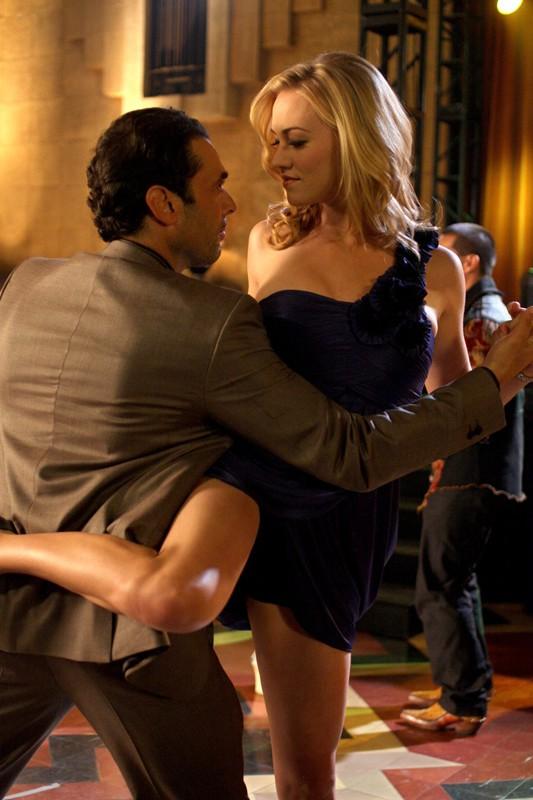 Sarah (Yvonne Strahovski) danza in una scena nell'episodio Chuck Vs the Pink Slip