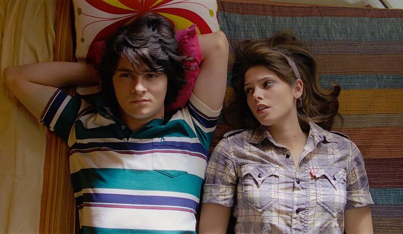 Shiloh Fernandez e Ashley Greene in un momento del film Skateland
