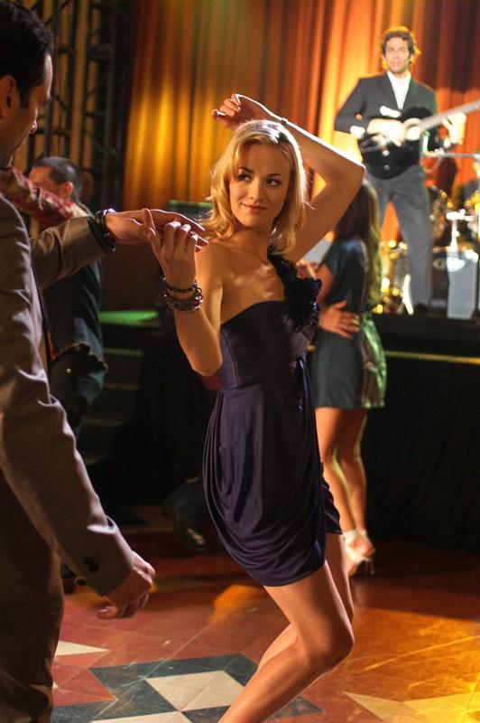 Yvonne Strahovski durante un ballo nell'episodio Chuck Vs the Pink Slip