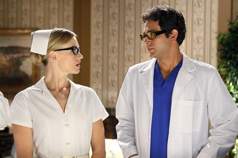 Yvonne Strahovski e Zachary Levi s'improvvisano infermiera e dottore nell'episodio Chuck Vs. The Angel de la Muerte